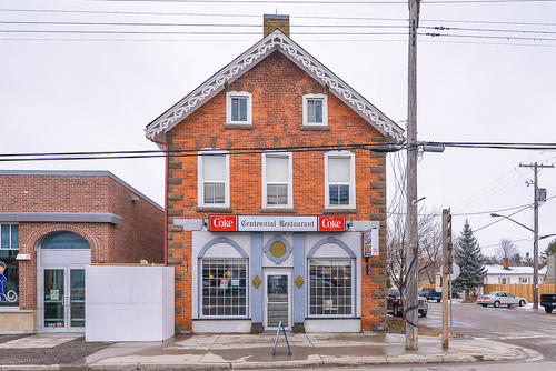 Amazing Opportunity To Own Restaurant  2 Residential Units